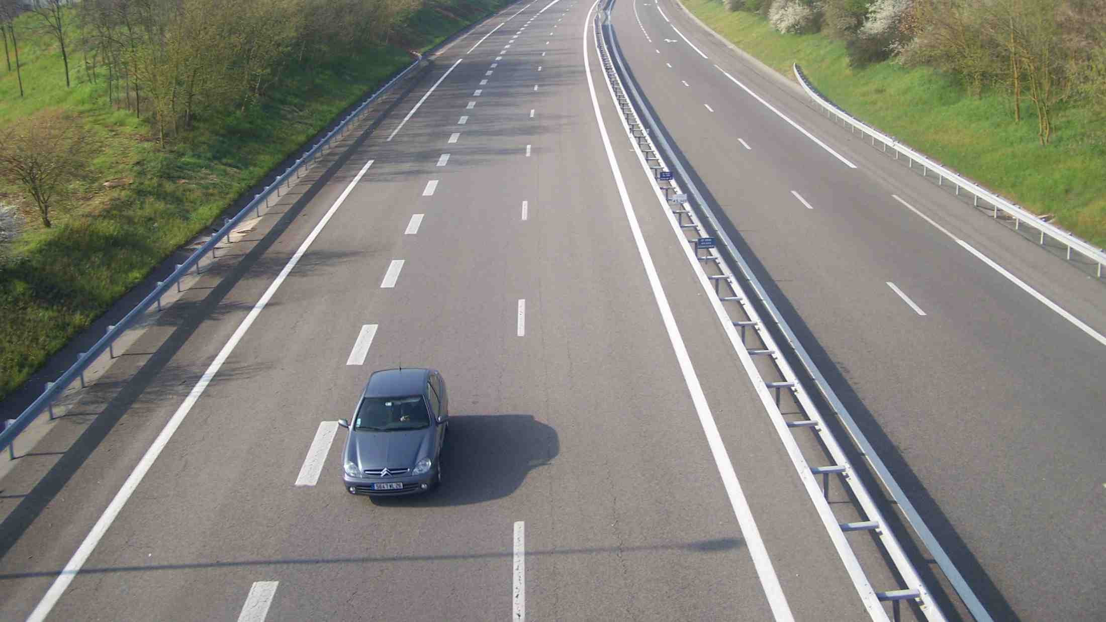 Autoroute A49 French motorway.jpg