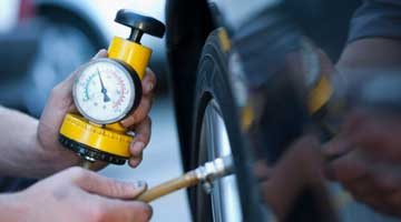 Checking the tire pressure